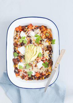 Lekker en makkelijk is deze mexicaanse lasagne met wraps en bonen.