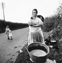 "Alen MacWeeney, ""Irish Travelers, Tinkers No More"" Gipsy Wedding, Gypsy People, Alternative Photography, Irish Times, Gypsy Life, Richard Avedon, Photo B, Artist Profile, 16 Year Old"