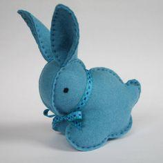 Cute felt bunny rabbit Sewing Toys, Sewing Crafts, Sewing Art, Sewing Projects, Felt Diy, Felt Crafts, Easter Crafts, Homemade Baby Toys, Homemade Crafts