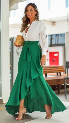 # Casual Outfits for work indian Everyday Chic Basic Women Fashion Lifestyle Amazing Spring Fashion Outfit Ideas 2000s Fashion, Look Fashion, Fashion Outfits, Womens Fashion, Fashion Bags, Spring Fashion, Skirt Outfits, Dress Skirt, Cute Outfits