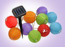 Hangulatos dekoráció: egyedi napelemes LED lampionfüzér kül- és beltérre, vidám színekben, közel 5 méteren