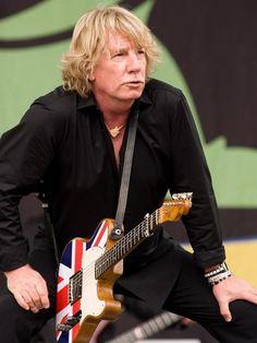 Rick Parfitt, guitarrista da banda Status Quo, aos 68 anos || AFP PHOTO / LEON NEAL