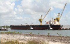 O João Cândido está no mar. O primeiro petroleiro construído em Pernambuco deixou o cais do Estaleiro Atlântico Sul (EAS) na manhã deste sábado (31) para realizar seu teste de navegação.