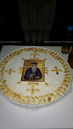 grammeno-6 Greek Culture, Food Garnishes, Orthodox Christianity, Greek Recipes, White Flowers, Wedding Gifts, Food And Drink, Cooking Recipes, Chocolate