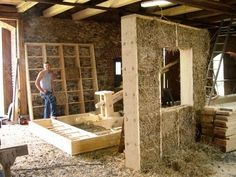 DOM ZE SŁOMY, gliny i drewna Natural Building, Green Building, Building A House, Strawbale Gardening, Straw Bale Construction, Wattle And Daub, Earth Bag Homes, Earthship Home, Eco Buildings