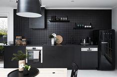 Matte Black Kitchen Designs For Modern Kitchen Look Old Kitchen, Kitchen Tiles, Kitchen Dining, Kitchen Decor, Kitchen Black, Dining Room, Bright Kitchens, Black Kitchens, Home Kitchens