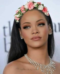 Red Carpet Makeup Look Picture Description Rihanna Debuts Chic New Blunt Bob On 'The Ellen DeGeneres Rihanna Makeup, Rihanna Riri, Rihanna Style, Makeup Tips, Beauty Makeup, Hair Makeup, Hair Beauty, Flawless Makeup, Estilo Rihanna