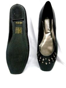 Mona -- Women's Flat Shoes -- Black  INFORMATION: Man-made upper with studs on vamp, rubber sole. Great-looking design, dressy and comfortable. Ideal for dress wear and streetwear. Made in China. Original Olem dress shoe.