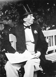 Hans Christian Andersen reads.