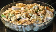 Blomkål og brokkoli form med spicy saus og kylling | Lavkarbo gjort enkelt Cooking Recipes, Healthy Recipes, Dinner Is Served, Recipes From Heaven, Potato Salad, Nom Nom, Good Food, Food And Drink, Protein