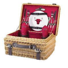 Picnic Time NBA Champion Picnic Basket Set NBA Team: Chicago Bulls, Color: Red