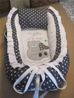 Annons på Tradera: FINT Babynest i mörkgrå/vita stora pricka mönster,hemsytt