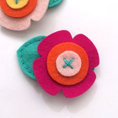 Gift boy felt the hair clip clip by MangoMommyHairClips Felt Hair Clips, Baby Hair Clips, Felt Hair Bows, Felt Diy, Felt Crafts, Felt Flowers, Fabric Flowers, Felt Hair Accessories, Felt Headband