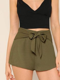 To find out about the Bow Tie Waist Solid Shorts at SHEIN, part of our latest Shorts ready to shop online today! Mode Outfits, Fashion Outfits, Green Bow Tie, Tie Bow, Look Con Short, Young Models, Cute Summer Outfits, Black Tie, Army Green
