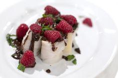 Spring roll de banana e manga com chocolate, framboesas e hortelã - de Duarte Peão - Chefs'Academy 2014 - See more at: http://media.rtp.pt/blogs/chefsacademy/receitas/spring-roll-de-banana-e-manga-com-chocolate-framboesas-e-hortela#sthash.Jcjdc0hI.dpuf