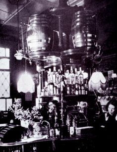 A picture of an unspecified London gin palace, circa 1900. Image: Tanqueray