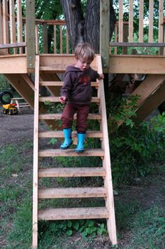 Treehouse stairs Example for Kids Treehouse build