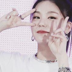 New Girl, Me As A Girlfriend, Vkook, Kpop Girls, Idole, Beauty Women, Girl Group, Cute Girls, Pretty