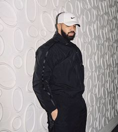 Drake Portrait Photography Poses, Urban Photography, Drake Fashion, Mens Fashion, Drake Art, Drake Wallpapers, Drake Clothing, Drake Drizzy, Drake Graham