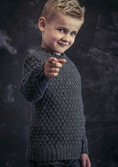 Flot og klassisk sweater med flot strukturmønster til drenge