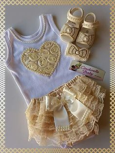 media content and analytics Baby Outfits, Baby Tutu Dresses, Knit Baby Dress, Kids Outfits, Baby Bling, Knitting Blogs, Baby Knitting, Diy Bebe, Kids Wardrobe