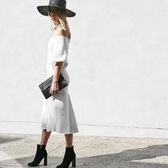 Only a few more days till Albury Gold Cup! If your looking for something that you can wear again and again why not wear a hat! @jescaldwell wears her @66thelabel 'Marguex' Boater in Onyx | Shop in store & online at Lookbook  #66thelabel #hat #boater #lookbookboutique #newarrivals #fashion #fashionblogger #blogger #fashionpost #alburygoldcup #alburywodonga #alburyboutique #streetfashion #streetstyle #streetwear #igers #inspo #instore #instablog
