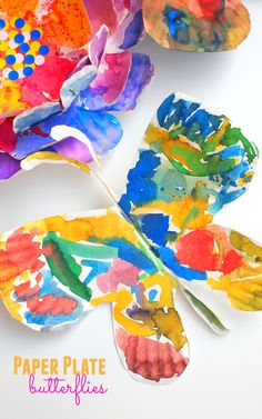 How to make beautiful, colorful fluttering paper plate butterflies with kids!