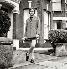 British family feature: Young teenage girl wearing school uniform walking down the street by her home. Mod Fashion, 1960s Fashion, Vintage Fashion, Men's Vintage, Skinhead Girl, Skinhead Fashion, Going Out Dresses, Nice Dresses, Mod Girl