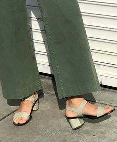Resort 2019 editorial and details. Green wide leg pant and sage green block heel sandals Look Fashion, Fashion Shoes, Womens Fashion, Fashion Trends, Sandals Outfit, Ladies Dress Design, Sock Shoes, Me Too Shoes, Stylish