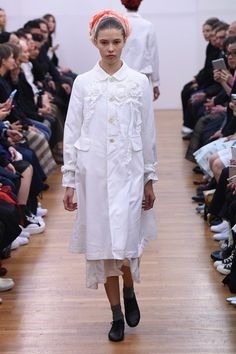 See the complete Comme des Garçons Comme des Garçons Spring 2016 Ready-to-Wear collection.
