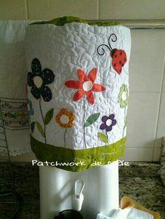 Capa de bombona de água. Jardim. Flores. Patchcolagem. Patchwork de Mãe.
