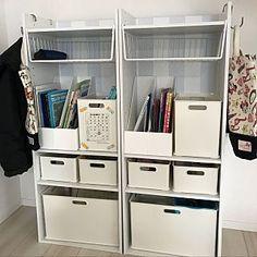 女性で、3LDKの、カラーボックス/DIY/ニトリ/セリア/ランドセルラック/ランドセル置き場/文房具収納/●●の置き場所についてのインテリア実例。 「前に作ったランドセル...」 (2018-02-07 07:44:34に共有されました) Drawer Shelves, Cabinet Drawers, Craft Storage, Locker Storage, Booth Design, Kid Spaces, Kidsroom, Diy For Kids, Home Furniture