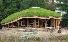 organische bouw: prachtig van vorm. zou nog wel (een deel) bovenverdieping moeten zijn.