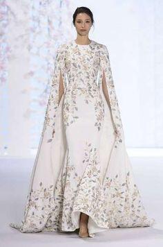 Vestiti da sposa Haute Couture Primavera-Estate 2016 - Vestito con mantella Ralph & Russo