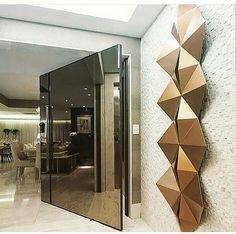A mirrored pivoting door with metallic modern sculpture on entry wall. Dream Home Design, Modern House Design, Home Interior Design, Interior Decorating, Modern Entrance Door, Entrance Decor, Main Door Design, Front Door Design, House Styles