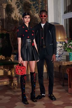 Versace Pre-Fall 2020 Collection - Vogue Source by fashi. - Versace Pre-Fall 2020 Collection – Vogue Source by fashion runway - Star Fashion, Fashion 2020, Street Fashion, Runway Fashion, High Fashion, Fashion Outfits, Vogue Fashion, Fashion Skirts, Latex Fashion