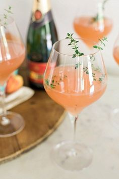 Peach Bellini with thyme garnish recipe. I had a Bellini at Harry's Bar in Venice! Refreshing Summer Cocktails, Summer Drinks, Fun Drinks, Alcoholic Drinks, Beverages, Hard Drinks, Peach Bellini Recipe, Food Garnishes, Mets