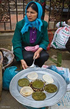 Street Food - Ncuav (fried rice paddy) Hhmong - Bac Ha, Vietnam