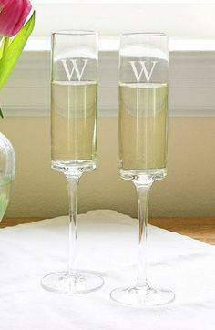 Beautiful gift idea - Personalized champagne flutes