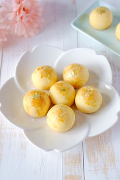 Delicious melt-in-mouth salted egg yolk pineapple tarts, with a subtle salted egg yolk taste to accentuate the buttery scent. Great for adding a modern twist to the traditional tarts! Add on a touch of gold leaf to celebrate the Chinese New Year in style!