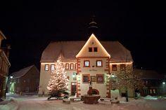 Markt mit Rathaus , Winter - Rastenberg