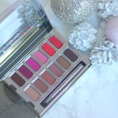 #LipstickismyVice with this gorgeous @urbandecaycosmetics  lip palette (I may have one to giveaway too!)