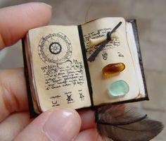miniature books-- for recording adventures and minis Diy And Crafts, Arts And Crafts, Paper Crafts, Canvas Crafts, Mini Craft, Miniature Crafts, Miniature Tutorials, Miniature Dolls, Handmade Books
