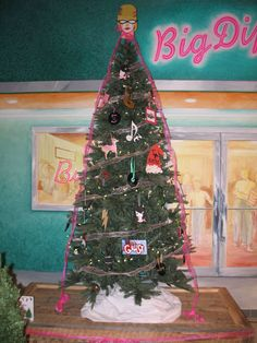 Check out these awesome christmas trees decorated by our very own our local school students decorated these amazing christmas trees check them out for yourself at visa gift cardgift solutioingenieria Images