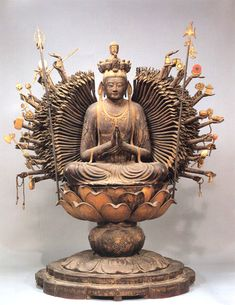 Kannon Bodhisattva (Bosatsu) - Goddess of Mercy, One Who Hears Prayers of the World, Japanese Buddhism Art History Japanese Buddhism, Japanese Art, Japanese Style, Buddha Buddhism, Buddhist Art, Art Asiatique, Art Japonais, Guanyin, Religious Art