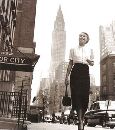 A young Grace Kelly in New York City, 1950s. NYC retro-love.