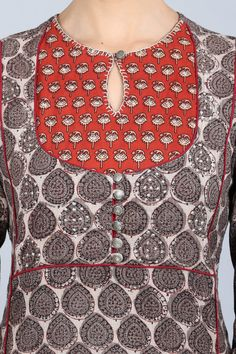 With our latest kantha kurta collection, you can stay comfortable while flaunting your style. You will adore this classy combination of grey, red and off-white; a sophisticated straight-cut kurta with a standout bodice design. The delicate neckline and bu Chudi Neck Designs, Neck Designs For Suits, Neckline Designs, Designs For Dresses, Dress Neck Designs, Kurtha Designs, Churidar Neck Designs, Kurta Neck Design, Kurta Designs Women