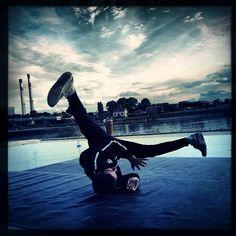 Entrainement de danse de la compagnie Massala sur les bords de Seine.  D'autres photos ici : http://instagram.com/choupinou1er