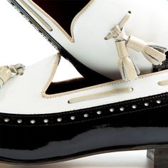 DINAH | beatnikshoes.com  - Ballerina Handmade in Spain. Made of genuine black and white patent leather. Worldwide shipping by UPS. € 129,99