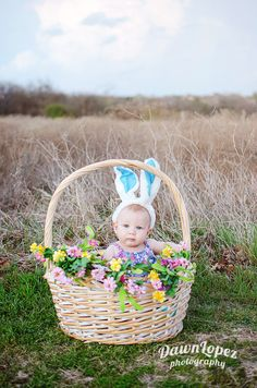 Easter mini session Fort Worth, Texas childhood photographer photography 10 of the Most Adorable Easter Baby Photos Ever - BabyCare Mag Spring Pictures, Holiday Pictures, Baby Girl Photos, Baby Pictures, Easter Pictures For Babies, Fotografia Tutorial, Holiday Photography, Spring Photography, Girl Photo Shoots